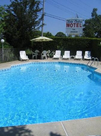 Twin Oaks Motel: Swimming pool open from Memorial Day Weekend through Labor Day