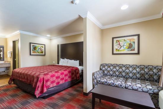 Econo Lodge Inn & Suites Downtown Escondido