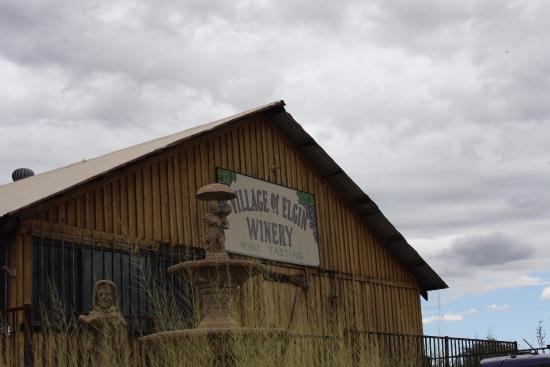 Elgin, AZ: Winery building
