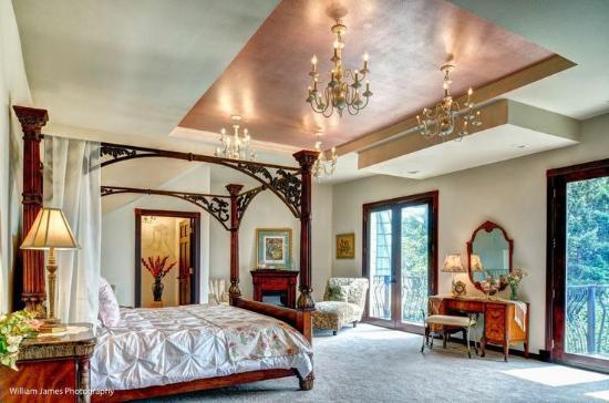 The Empress Estate Bed And Breakfast Honeymoon Suite