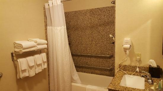 Comfort Inn & Suites Franklin: 20160414_214537_large.jpg