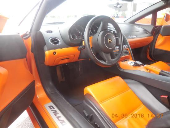 Fontana, Kalifornia: Interior dashboard