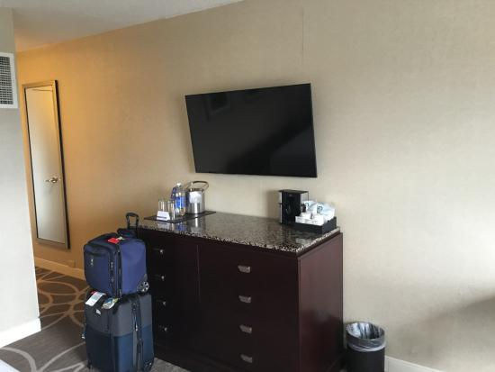 Flat Screen Wall Mounted Tv Above
