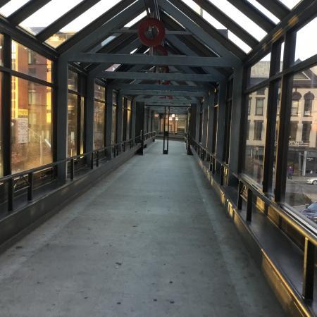 Hyatt Regency Lexington: Sky bridge connected to hotel connecting shopping/restaurants across the street