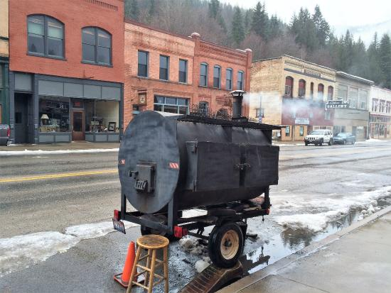 SmokeHouse BBQ & Saloon: Another picture of the smoker..