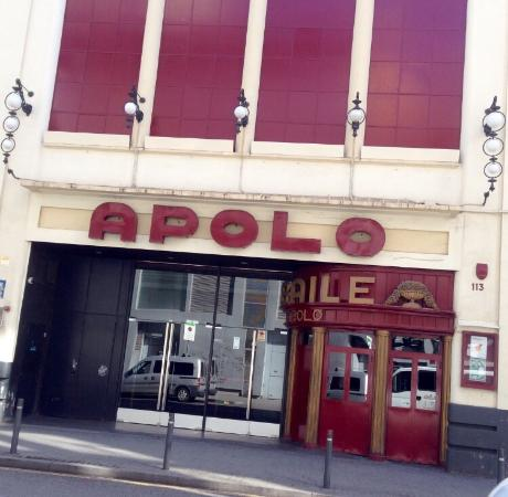 The legendary comic in action picture of sala apolo for Sala apolo barcelona