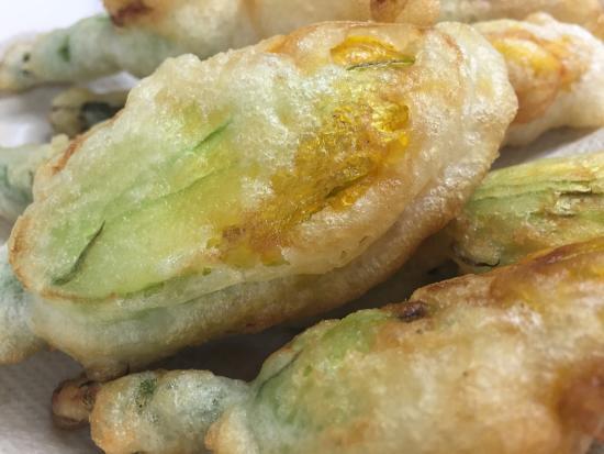 Modigliana, Italien: Fiori di zucca fritti