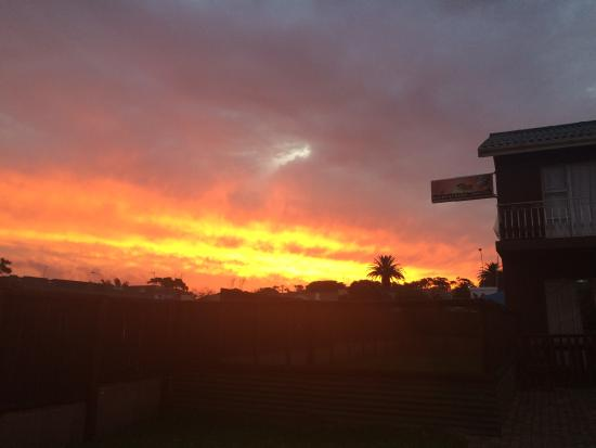 All Africa J Bay Lodge: Stunning sunsets