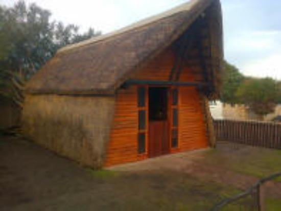 All Africa J Bay Lodge: Thatch Cabin