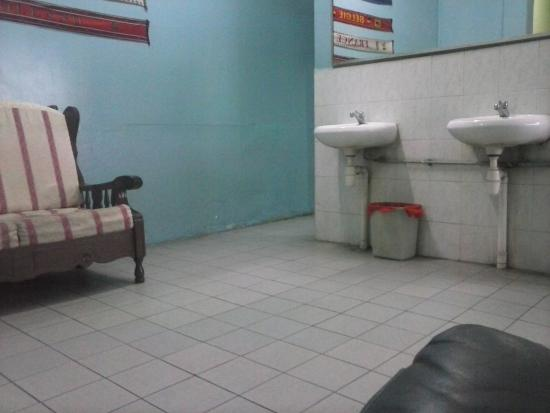 Backpacker Cozy Corner GuestHouse: toilet