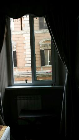 Hotel Rome Love: Very good and clean hotel. Close to the metro. I will be back for sure.