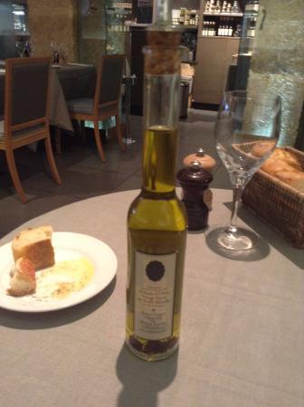 Maison de la Truffe: トリュフ入りオリーブオイル。高いけど絶品の香り