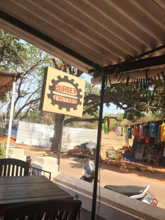 Anjuna, Hindistan: Burger Factory is a must visit place for honest quality burgers and crisp fries. Mayank the owne