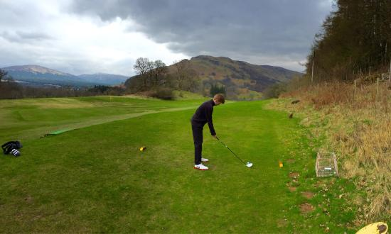 Killin Golf Club: Tee off at the 1st and the 18th, great course really enjoyed our 2 rounds of 9 holes. Nice to se