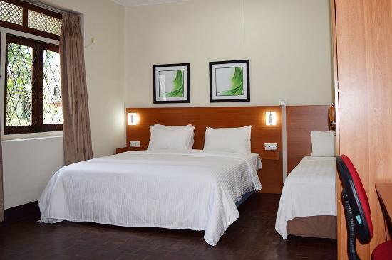Tropic Inn Hotel : Triple Room