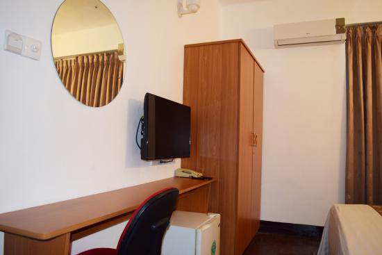 Tropic Inn Hotel : Cable Tv with 100 sports and news channels