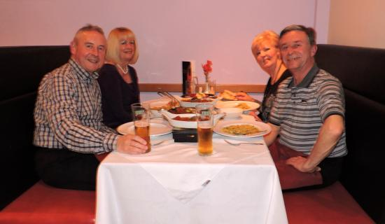 Stone, UK: Tucking in to our lovely Curries !!