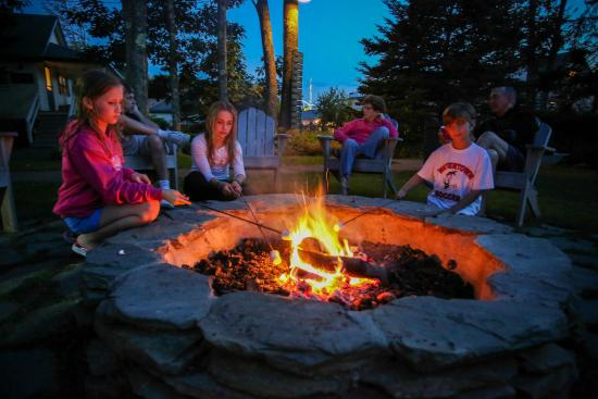 Spruce Point Inn Resort and Spa: Activities SPI S'mores and Fire Pit