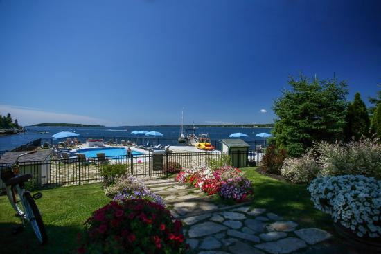 Spruce Point Inn Resort and Spa: Activities Pool Oceanfront