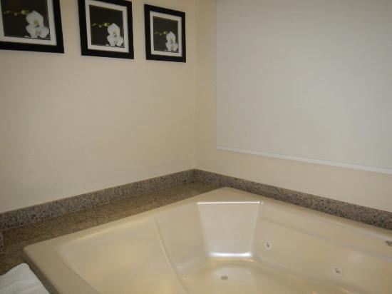 Salle de bain Diamond club vue sur mer avec jacuzzi - Picture of ...
