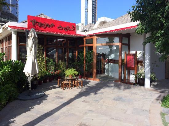 Almayass: Entrance