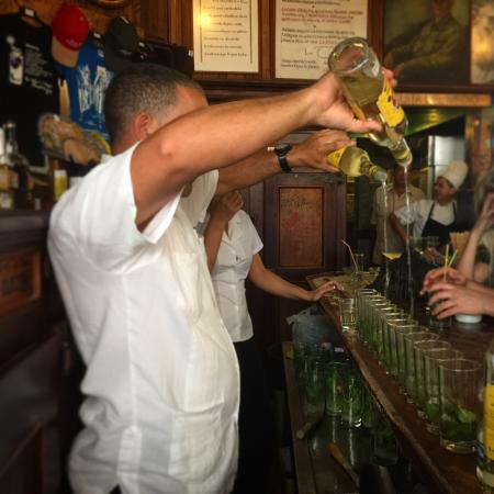 West New York, NJ: Mojito line at the bar