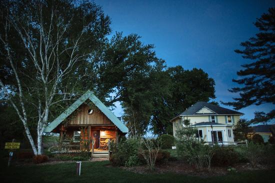 Sparta, WI: Cabins & Suites
