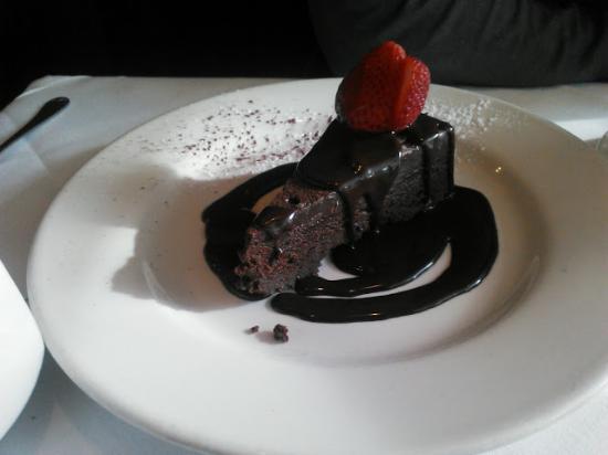 Arlington, Вашингтон: Naughty Chocolate Cake Desert