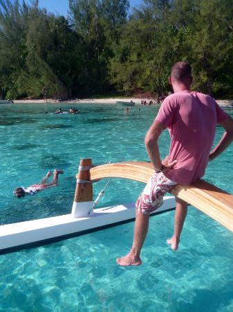 Moorea, Fransız Polinezyası: Roman watching over the group