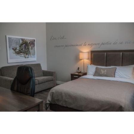 Suite Oasis 1 lit Queen & 1 Sofa Lit