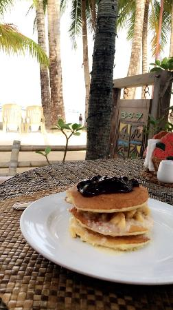 357 Boracay: Amazing location,just on the beach at Station 3! Pancakes for breakfast were delicious. they giv