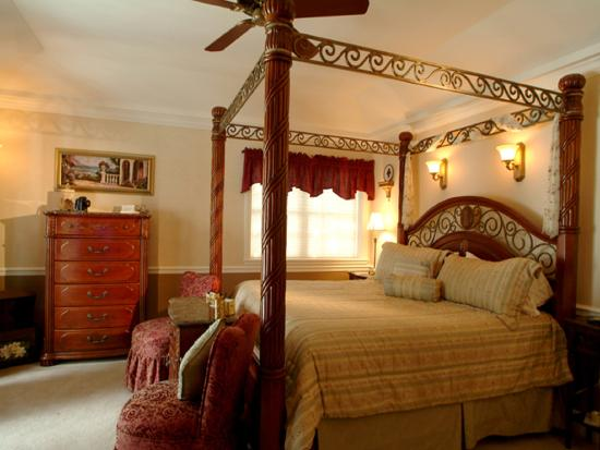 Boathouse Bed and Breakfast A Lake Castle Estate on Lake George: Isabella Suite