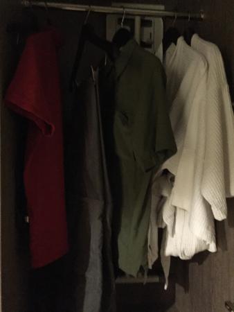 Holiday Inn Cikarang Jababeka: Closet with 2 Bath Robes