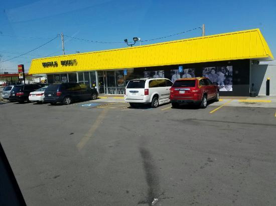 Dickson, TN: Waffle House