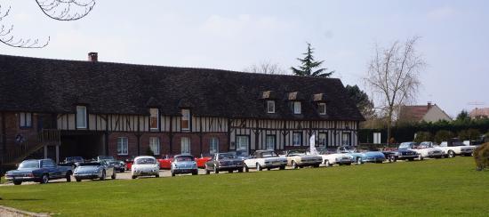 Cours int rieur priv picture of domaine de rebetz for Interieur cours nice
