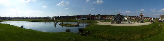 Roggel, The Netherlands: vijver en speelplein
