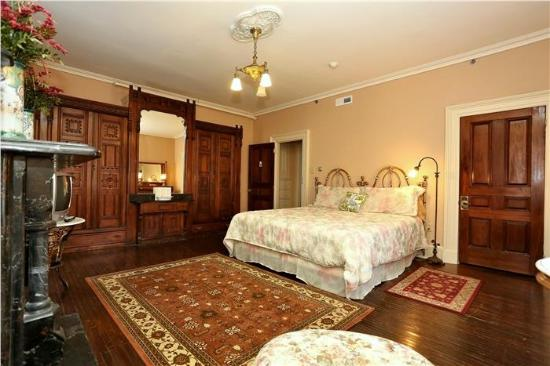 Doctor's Inn: One of 3 Bedrooms in The Crawford Suite.