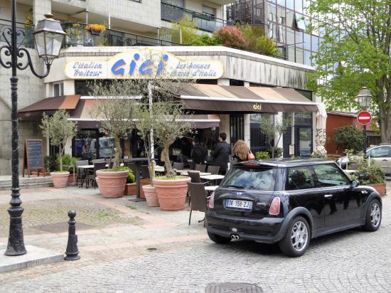 Courbevoie, France : pizzeria gigi