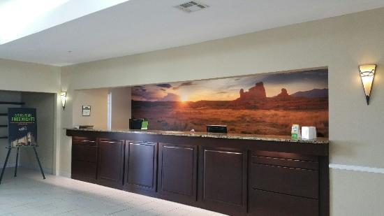 La Quinta Inn & Suites Deming: Front Desk