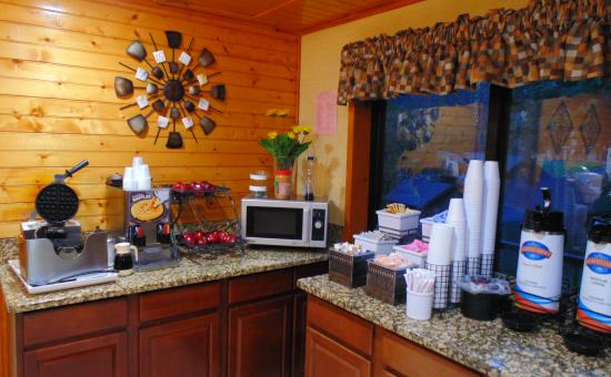 Baymont Inn & Suites Gatlinburg On The River : Breakfast Fruit