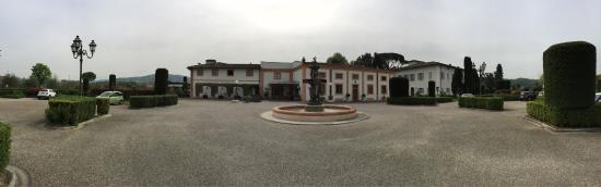 Villa Olmi Firenze: Impressive entry to Villa Olmi Resort