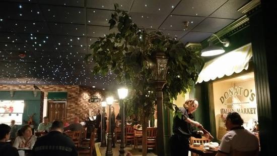 Donato's Pasta Plus Italian: Dining Room