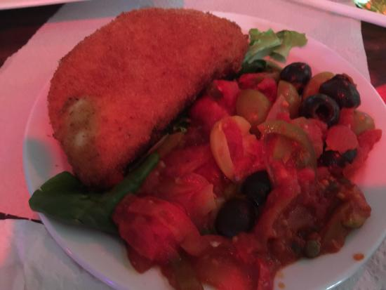 Kody's Restaurant and Bar : Great fried cheese and yummy tuna