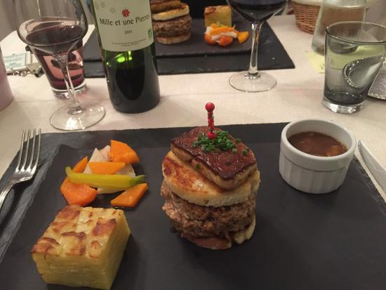 """Tarnac, Frankrijk: Le """"mique burger"""" et pour les pêcheurs..."""