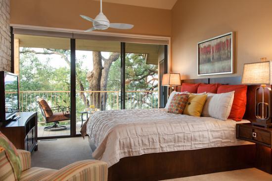 Inn on Lake Granbury: Lakefront suite at Granbury bed and breakfast