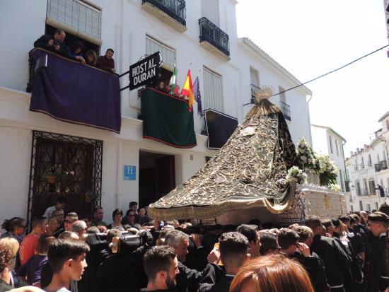 Durán: La virgen de los Dolores frente al Hostal