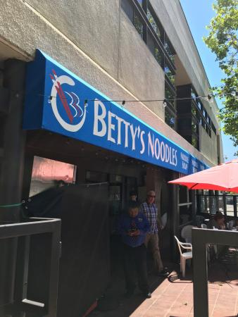 Betty's Noodle House: photo0.jpg