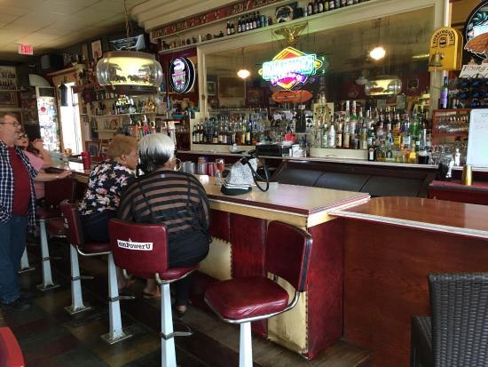 Saint Joseph, MO: Classic bar.
