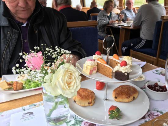 Hoghton, UK: A great trip, a two hour canal cruise with afternoon tea. The food was really good, the staff ve