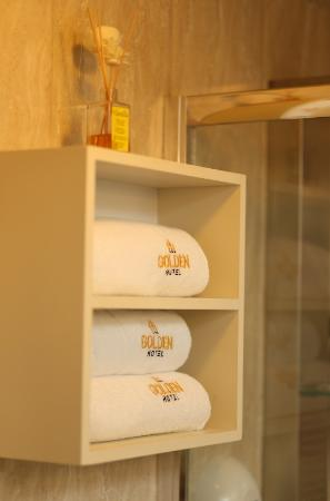 Golden Hotel: Towels